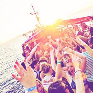 fiesta-barco-barcelona